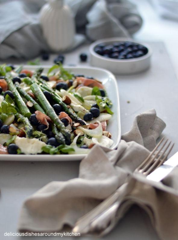 Spargelsalat mit Blaubeeren, Büffel- Mozzarella und Serrano- Schinken – Delicious dishes around my kitchen