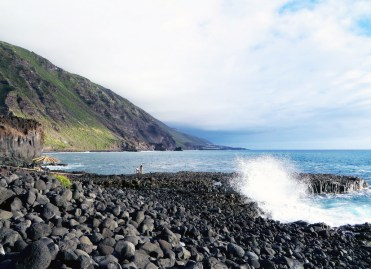 El Remo beach: the remains of lava flow