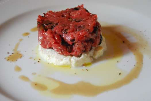 Val d'Orcia one day itinerary - delicious Tartare in Bagno Vignoni