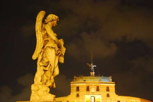 Night walk in Rome - night_Castel Sant'Angelo angels_01