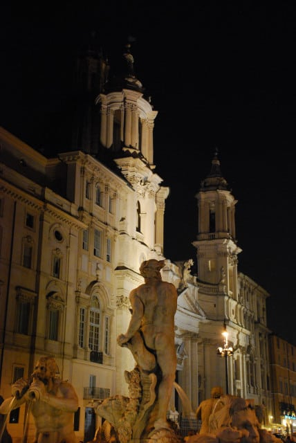 Night walk in Rome - Piazza Navona_ Fontana del Moro e sat'Agnese in Agone_01