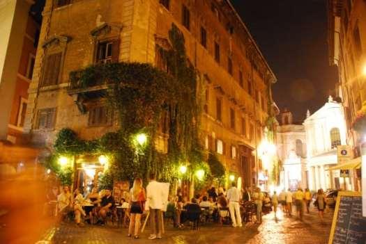 Night walk in Rome - Caffé della pace_02
