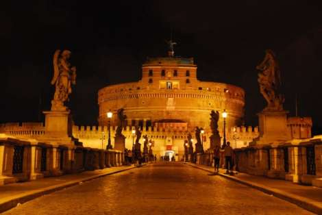 Night walk in Rome - night_Castel Sant'Angelo from ponte Sant'Angelo_01
