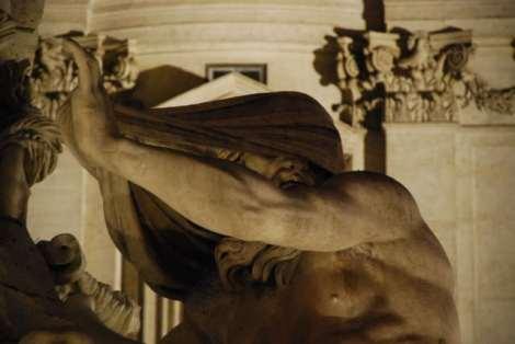 Visit Rome_night_Piazza Navona_ Fontana dei quattro fiumi-the Nile_01