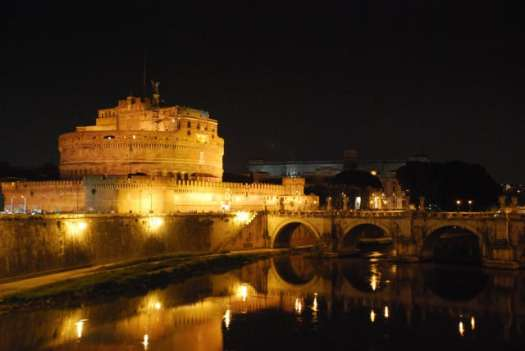 Night walk in Rome - the Tiber Castel sat'Angelo_01