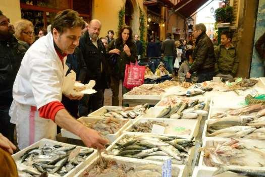 One day in Bologna - Via delle Drapperie Market 6