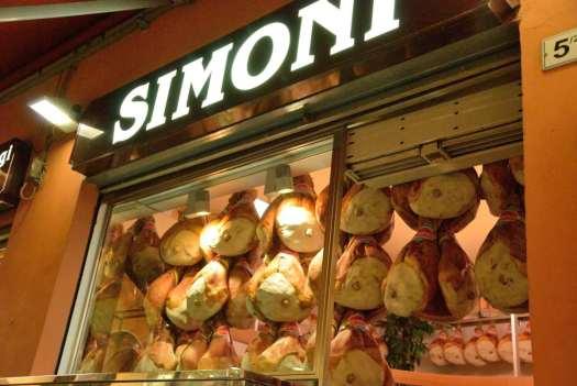 One day in Bologna - Via Drapperie Market 1