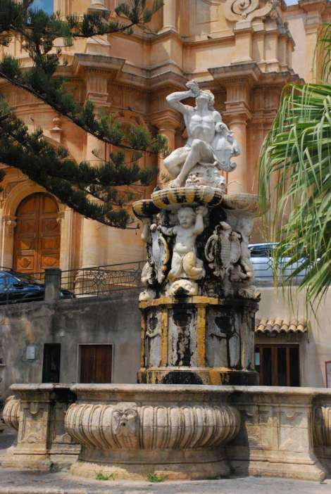 Noto Sicily_fountain