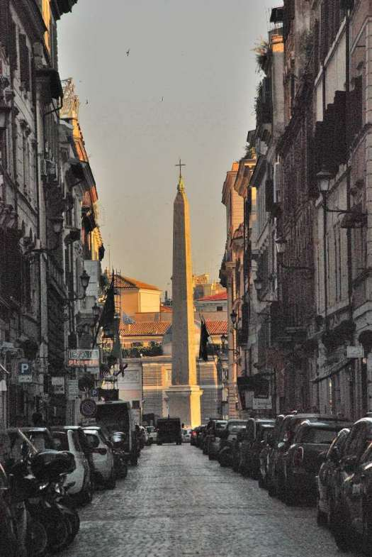 Walking down Piazza del Popolo
