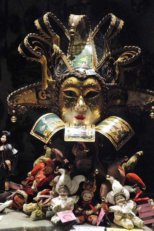Top things to do in Venice - learn the ancient Venetian art of mask decorating at Ca' Macana