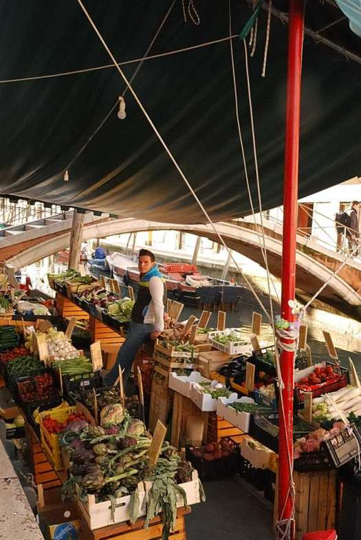 Top things to do in Venice - browse local food markets