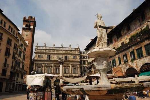 Verona in one day - Piazza delle Erbe