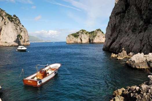 Capri walking itinerary - the sea at the Faraglioni beach