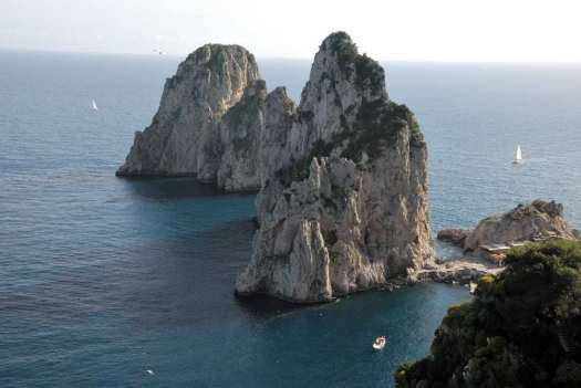 Capri walking itinerary - the faraglioni