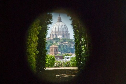 Rome in 5 days - Palatino keyhole St Peter view