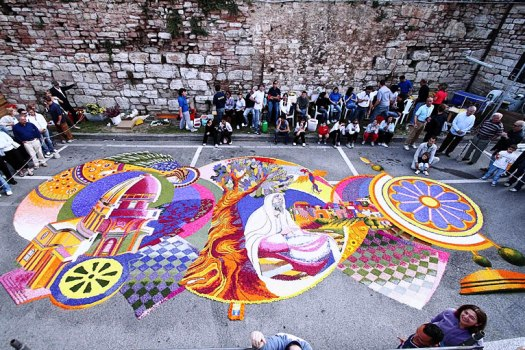 Best 20 things to do in Umbria - Spello infiorata