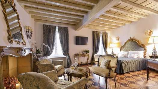 Milan best 3 and 4 stars hotels - Hotel Santa Marta Suites