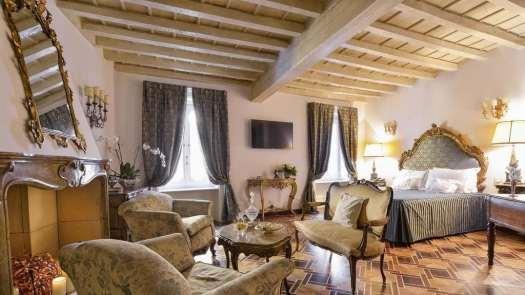 Milan best 3 and 4 stars hotels - Hotel Santa Marta Suites