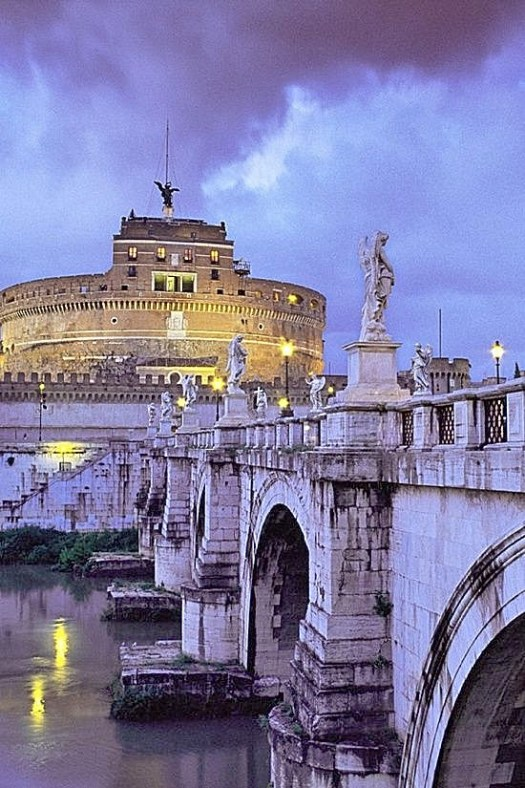 Visit Castel Sant'Angelo - night view