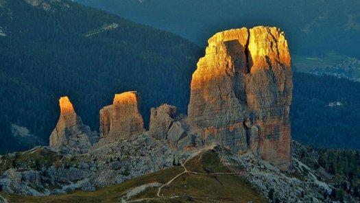 Visit the Dolomites - Cinque Torri