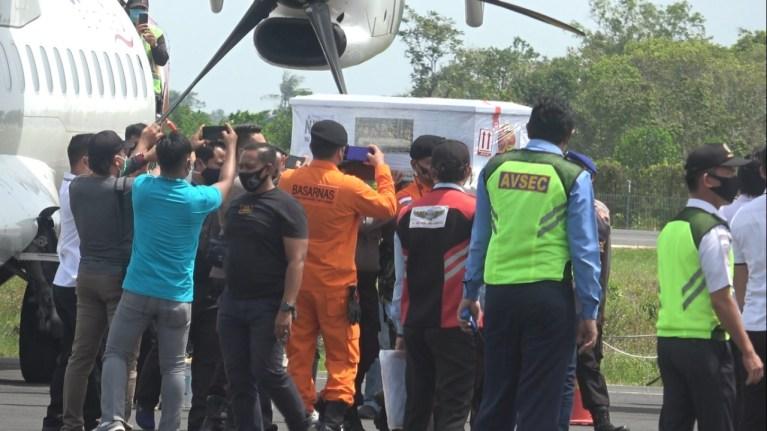Dua Jenazah Korban Jatuhnya Pesawat Sriwijaya Air SJ 128 tiba Di Ketapang