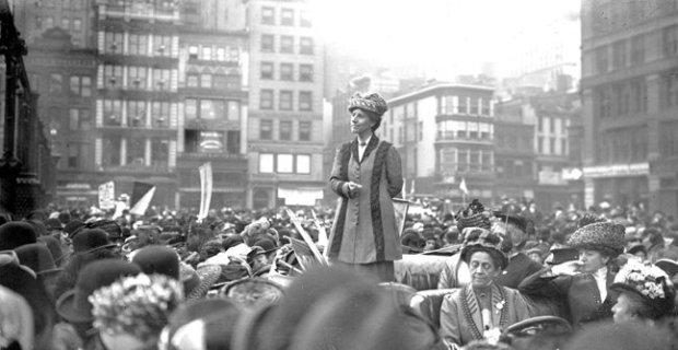 Charlotte Perkins Gilman em protesto feminista