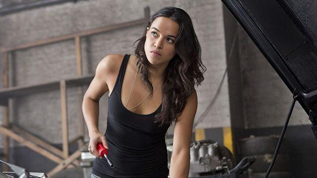 """Michelle Rodriguez é confirmada em """"Velozes e Furiosos 9"""" após contratação de roteirista mulher"""
