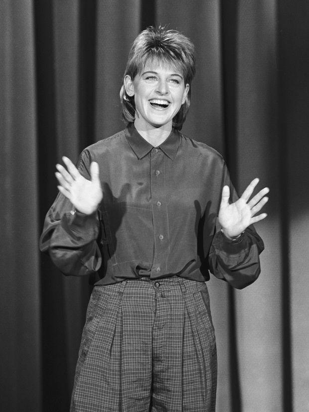 Ellen DeGeneres em seu stand-up durante os anos 90