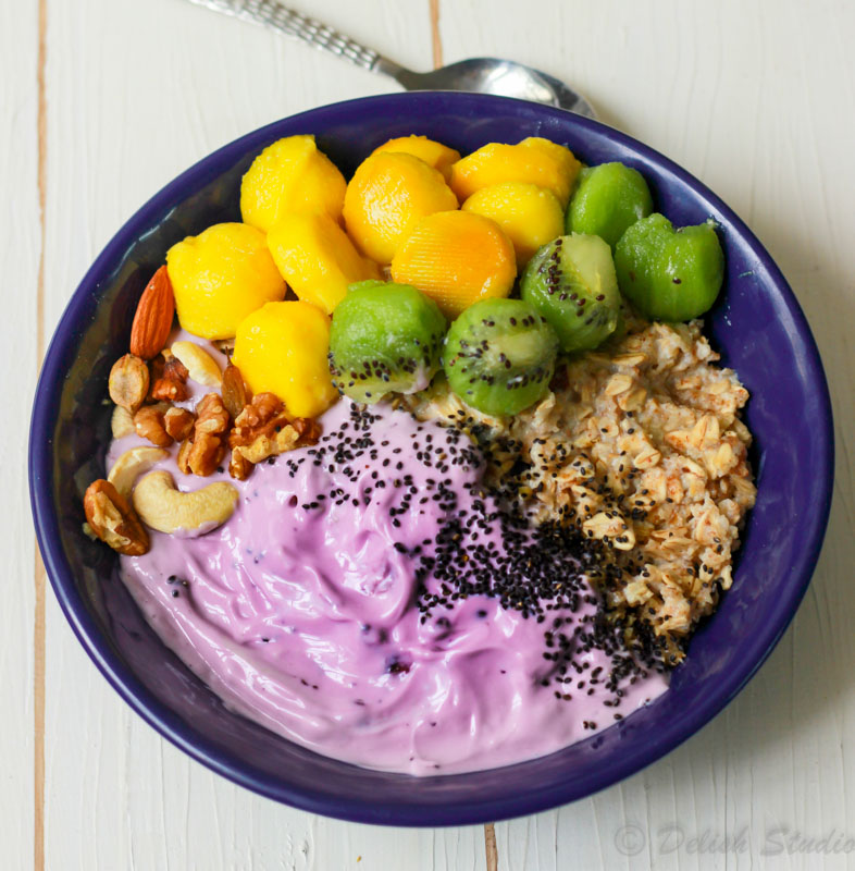 Easy Overnight oats with blueberry yogurt
