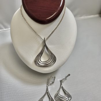 Fashion Swirl Design Necklace with Matching Earrings