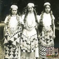 Tolowa girls-cropped