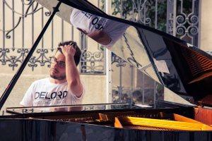 Foto Gallery della Festa della Musica di Torino, edizione 2014. Il pianista Christian DeLord Carlino si è esibito in Piazza della Consolata nella giornata di sabato 21 giugno davanti ad un pubblico emotivamente coinvolto ed entusiasta. La musica classica ed il pianoforte donano grandi emozioni.