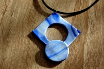 collier bleu emporte piece