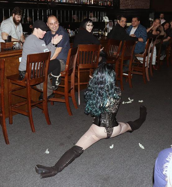 Faye Mennon surprises fans with the splits. Photos by Jasmine Gonzalez