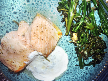 The outstanding flavors in this rosemary lemon-baked salmon with mint yogurt sauce recipe are packed with oral health benefits. Check it out plus our bonus broccolini recipe!