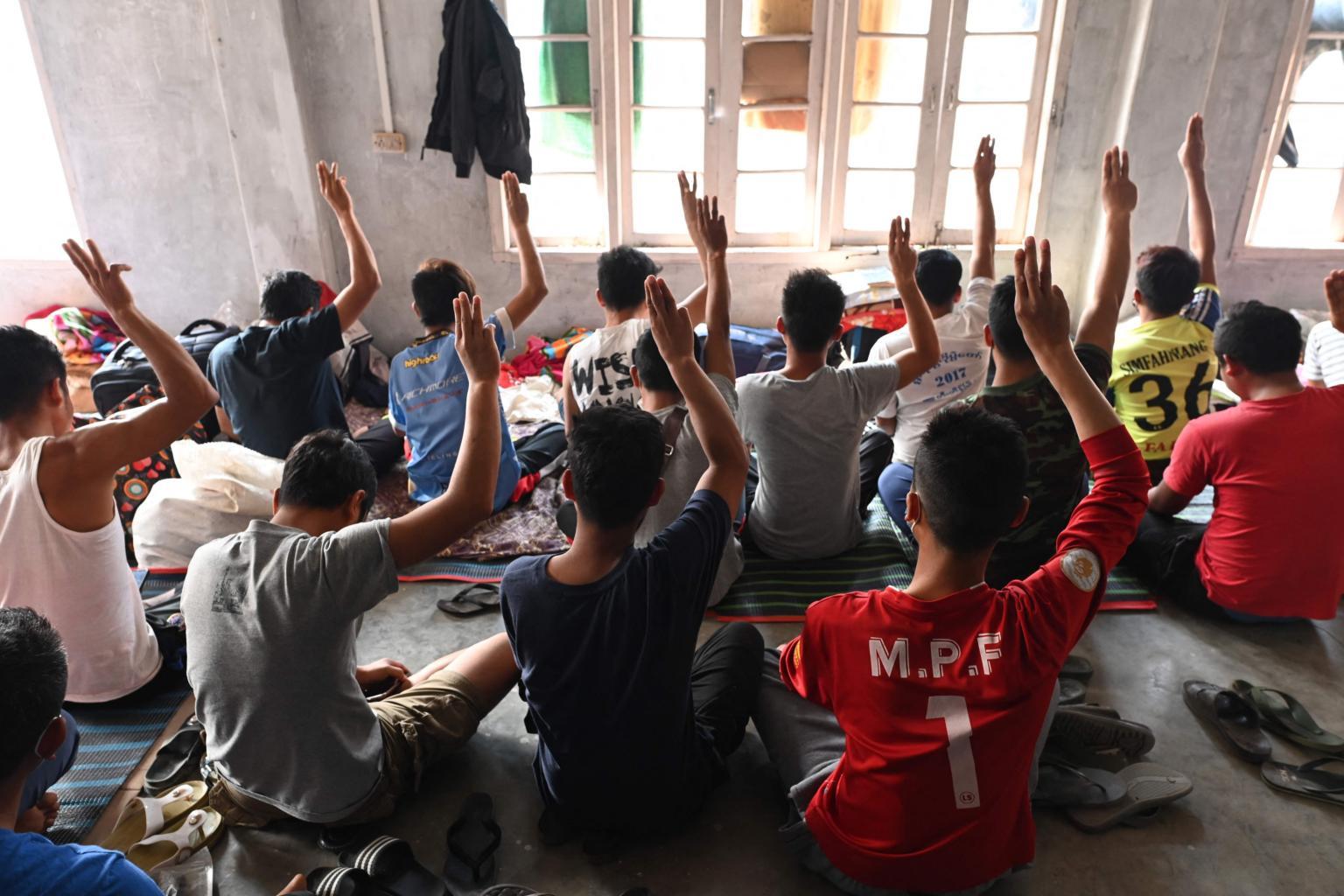 အိန္ဒိယဘက်နယ်စပ်ဖြတ်ကျော်ခိုလှုံလာတဲ့ မြန်မာနိုင်ငံသား ၄၀၀ကျော်အနက် အများစုက ရဲနဲ့မီးသတ်ဝန်ထမ်းတွေဖြစ်