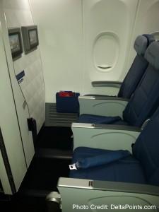 Delta Air Lines 737-900ER photos delta points travel blog (7)