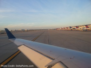 wing view Delta CRJ200 DTW airport delta points blog