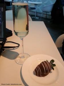 chocolate strawberry at amex centurion lounge delta points blog