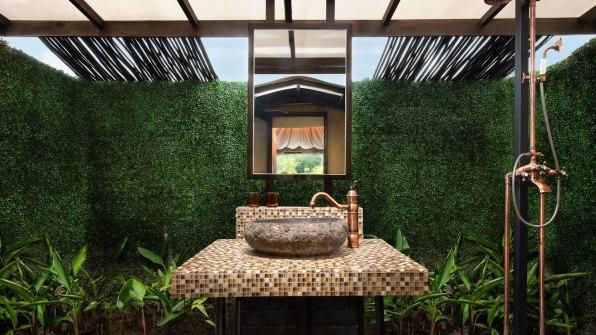 tnjtx-safari-bathroom-6171-hor-wide