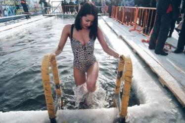 מדוע צלל פוטין למים קפואים