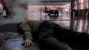 Walt se queda inconsciente en su trabajo poco después de que le diagnostiquen cáncer de pulmón
