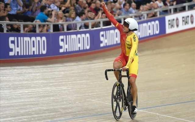 sebastian-mora-celebra-titulo-mundial-velodromo-londinense-1456948979769