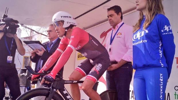 Contador antes de salir en la crono de la Vuelta a Andalucía