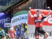 Rohan Dennis gana la segunda etapa del Tour de los Alpes