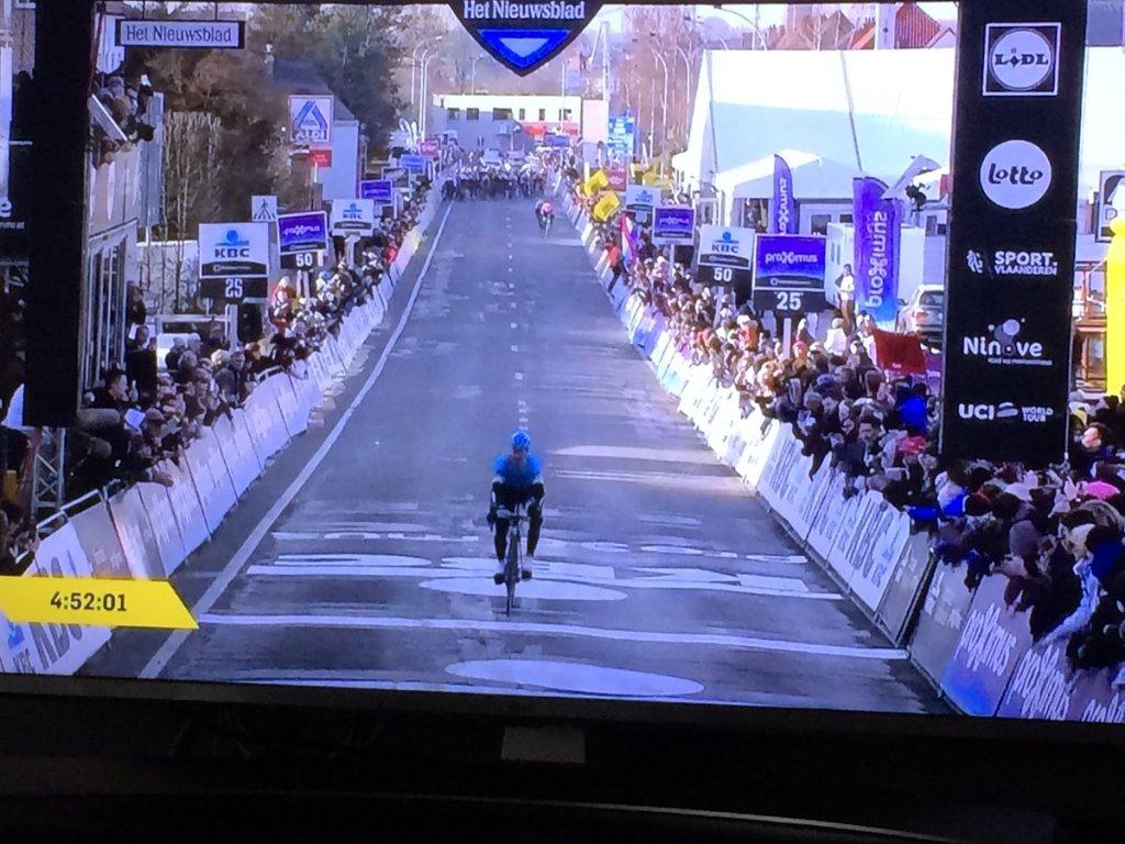 Michael Valgren gana la Omloop Het Nieuwsblad