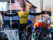 Dylan Groenewegen ganando la Omloop