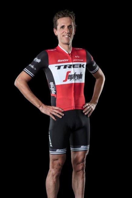 el-nuevo-maillot-de-los-equipos-trek-segafredo-001