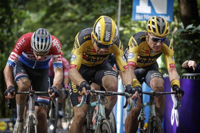 Van Aert y Van Der Poel en Gante Wevelgem