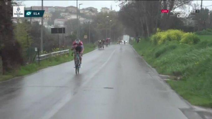 Mathieu Van Der Poel atacando en Tirreno - Adriático